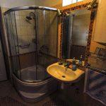 a Vendég-lak második fürdőszobája