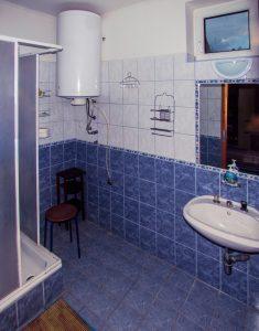 a Páros apartman fürdőszobája